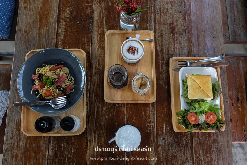 ร้าน chicken and bee  ปราณบุรี